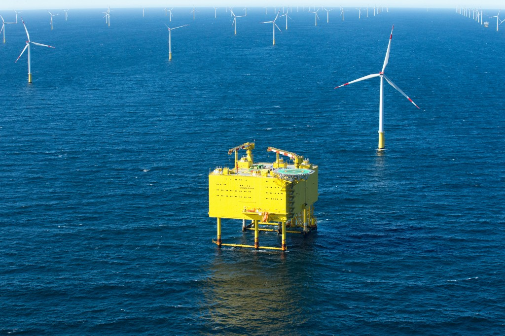 Siemens hands over the third North Sea grid connection SylWin1 to TenneT