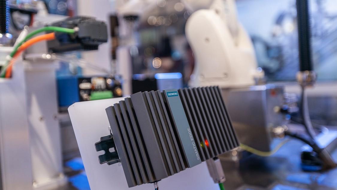Siemens hårdvaruplattform för Industrial Edge-applikationer innehåller till exempel Nanobox-pc:n Simatic IPC227E.
