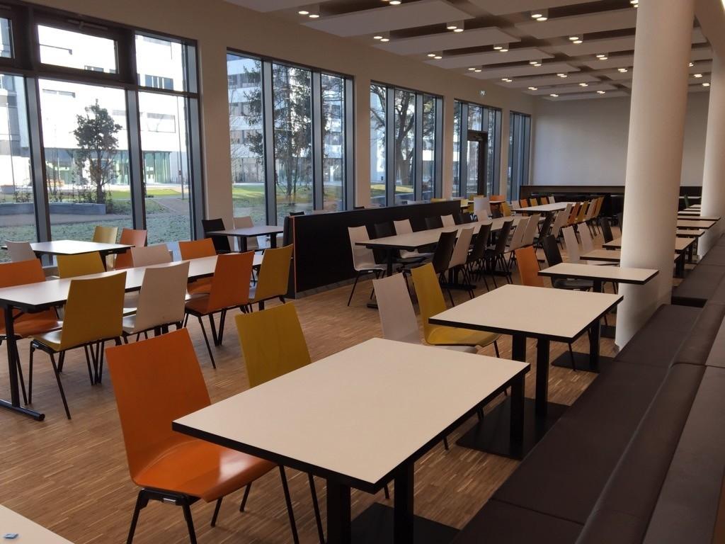 Mitarbeiterrestaurant Erlangen Siemens Campus | MyTime - Innenbereich mit Blick ins Grüne
