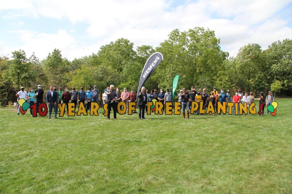 Siemens Canada volunteers tree planting