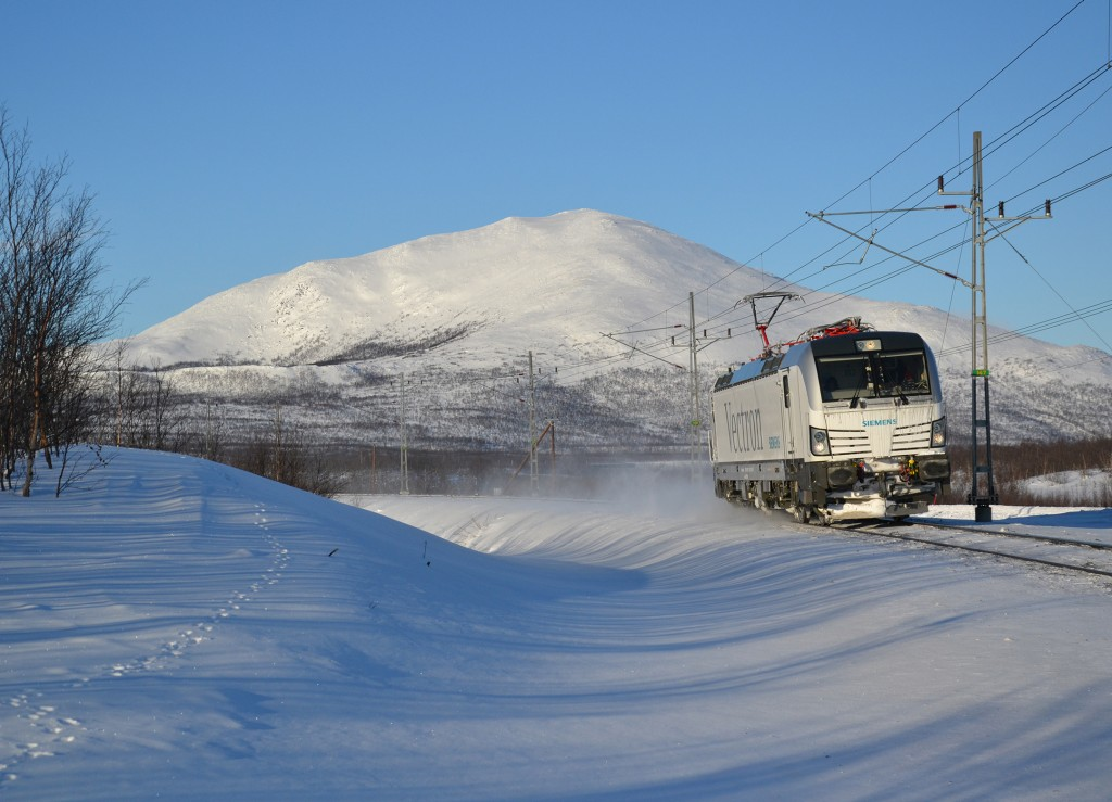 The photo shows the Vectron AC variant during a test trip in Bergfors, Sweden, in February 2012