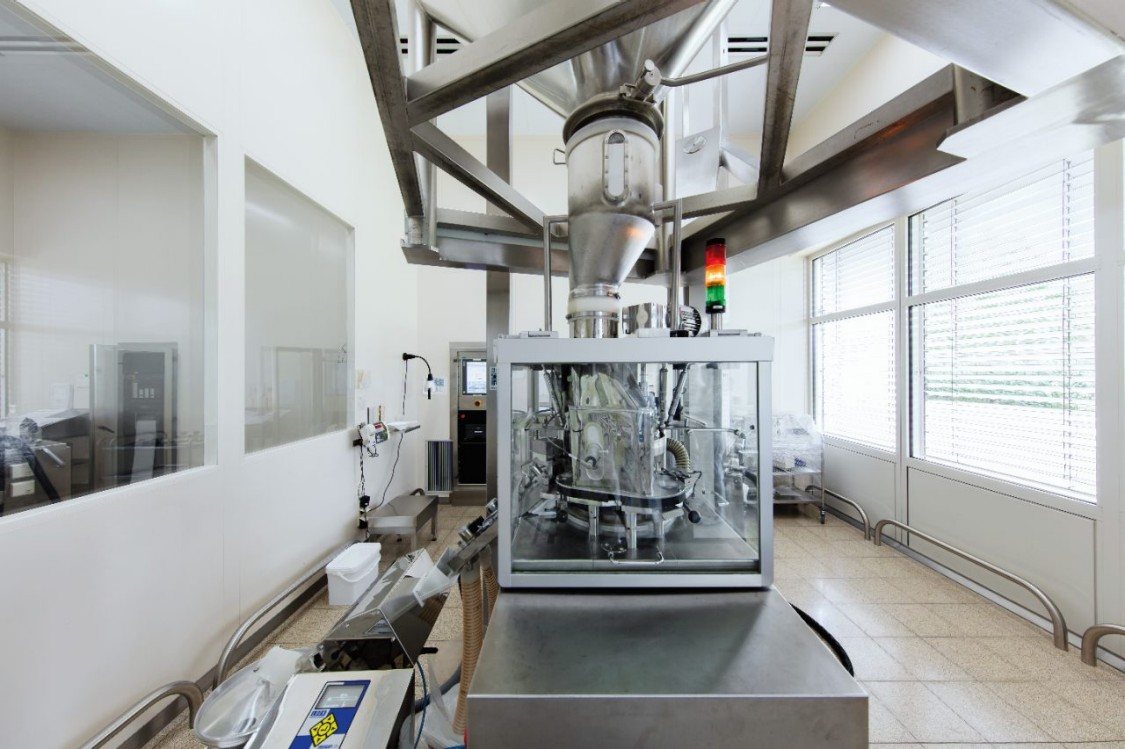 Image of a modern production plant in the pharmaceutical industry