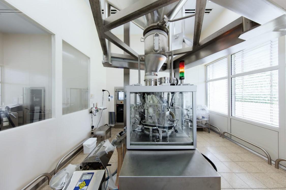 Bild einer modernen Produktionsanlage in der Pharmaindustrie