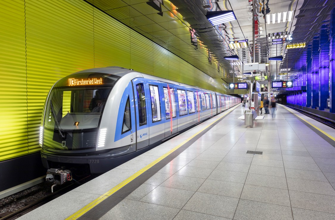 A Siemens Mobility Inspiro Metro at a platform of a metro station in Munich.
