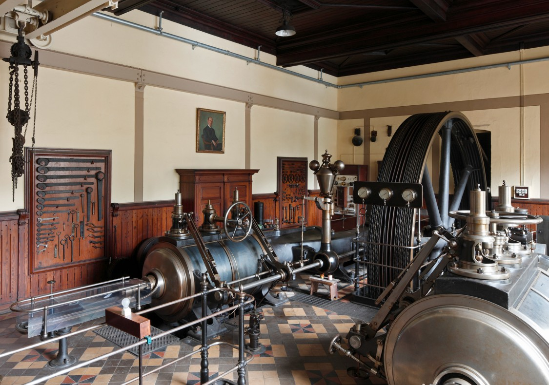 A steam engine, 19th century