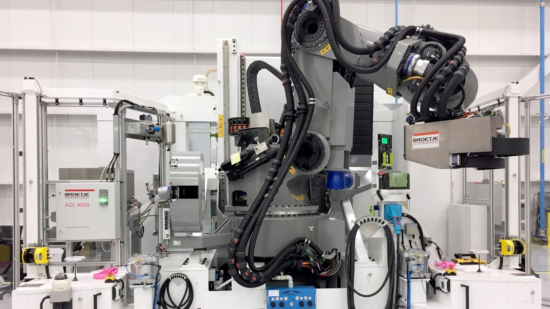 The key element of the Power Robot Assembly Cell (Power RACe) is a 6-axis articulated-arm robot  (Photo: Broetje-Automation)
