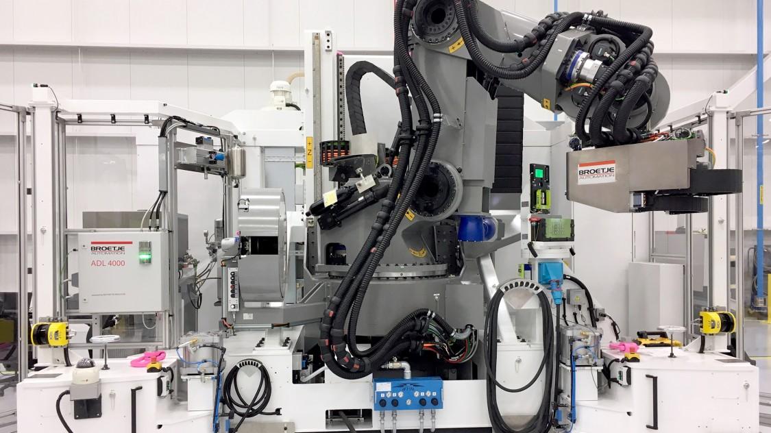 Herzstück der Power Robot Assembly Cell (Power RACe) ist ein von Broetje-Automation neu entwickelter 6-Achs-Knickarm-Roboter (Foto: Broetje-Automation)