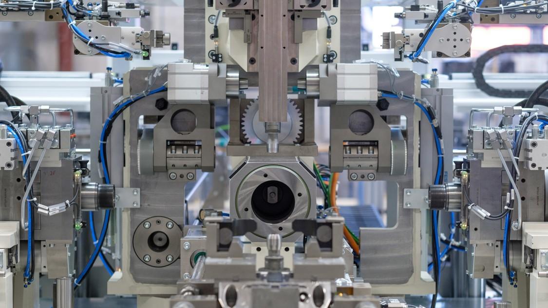 Im Maschinenbau genügt in vielen Fällen ein zentraler Aufbau mit redundanten IO-Kanälen den Anforderungen
