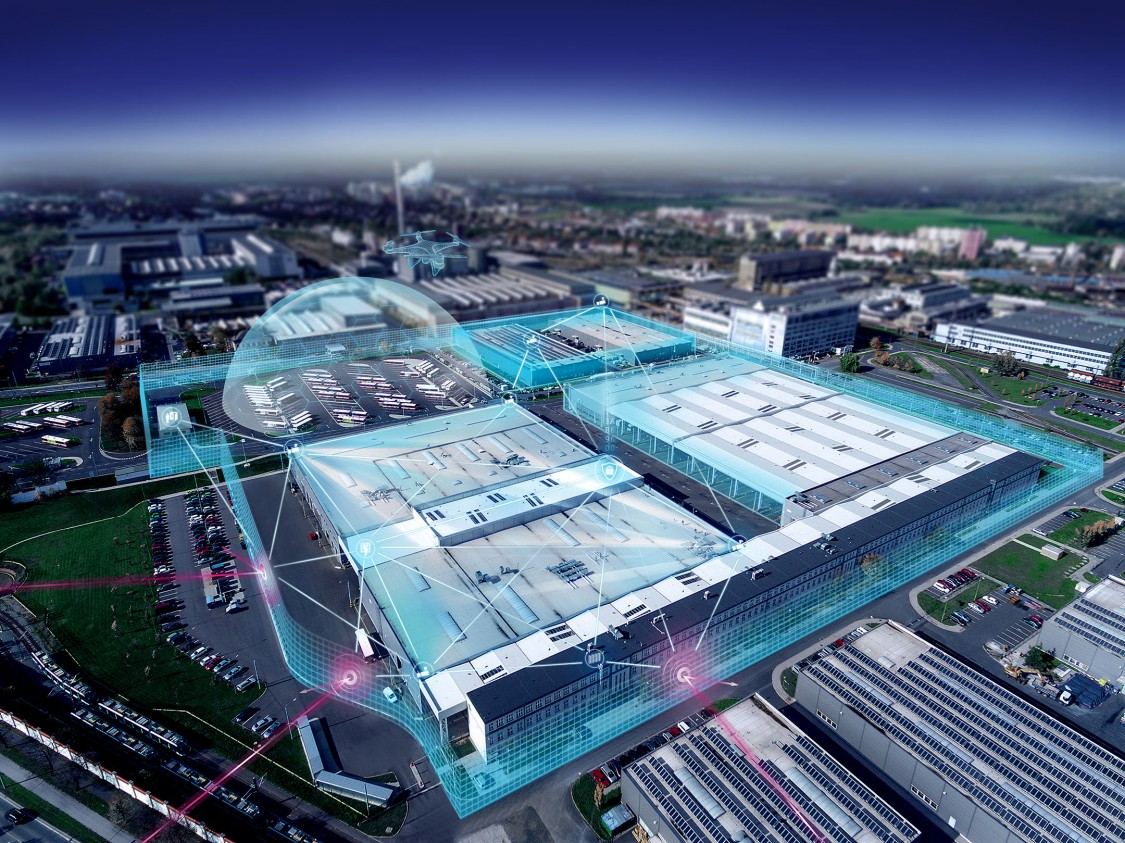 imagem aérea de um data center com filtro azul e ícones de segurança representando a proteção elétrica do mesmo