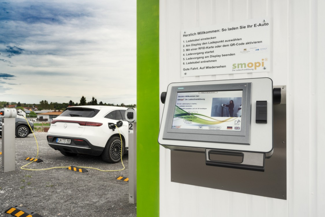 Intelligent charging system charges up to 10 vehicles