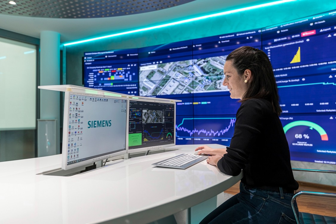 Messdaten und Einflussparameter werden im Visitor & Advanced Service Center in der Siemens City Wien visualisiert.