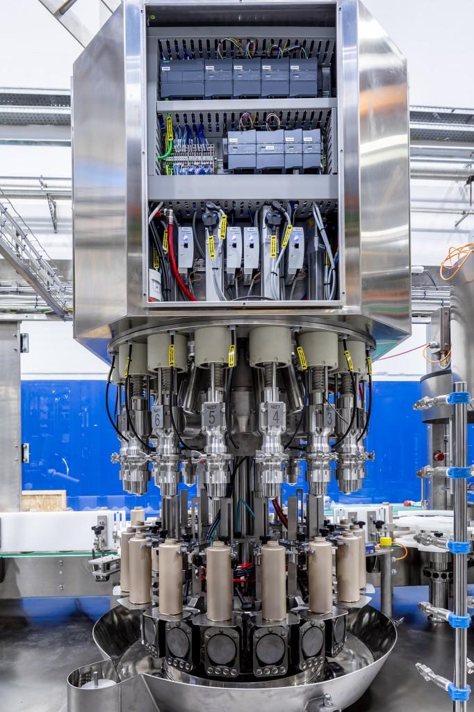 Durch die präzise Kontrolle des Drehmoments und der Geschwindigkeit können Mitarbeiter kleinere Eingriffe an den Maschinen während des laufenden Betriebs vornehmen.