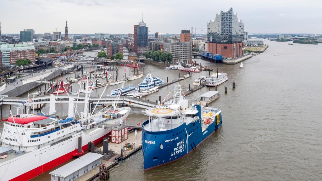 Serviceschiff für das niederländische Gemini-Projekt in Hamburg getauft