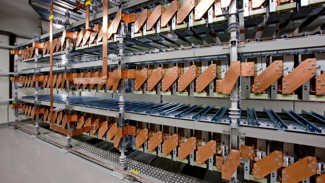 Sitras SFC plus da Siemens para fonte de alimentação de tração CA.