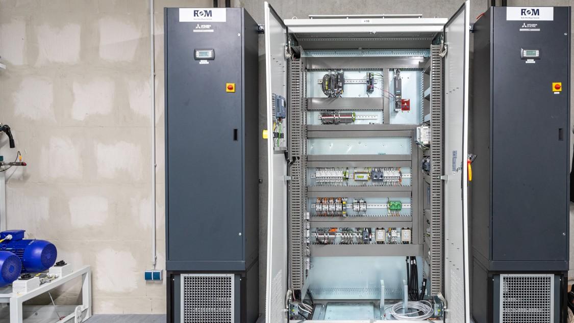 Die Schaltanlage für den Seehafen Kiel ist kompakt und robust