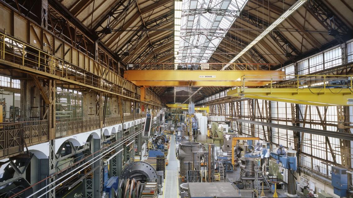 2004 werden aus Anlass der 100-jährigen Standortjubiläums die originale Farbgestaltung der hofseitigen Fassade vollständig und die des Hauptschiffs der Montagehalle teilweise wiederhergestellt