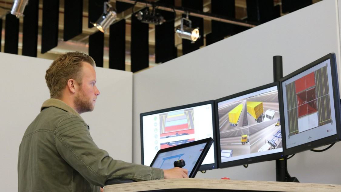 Operator creating a digital twin for in-depth simulation