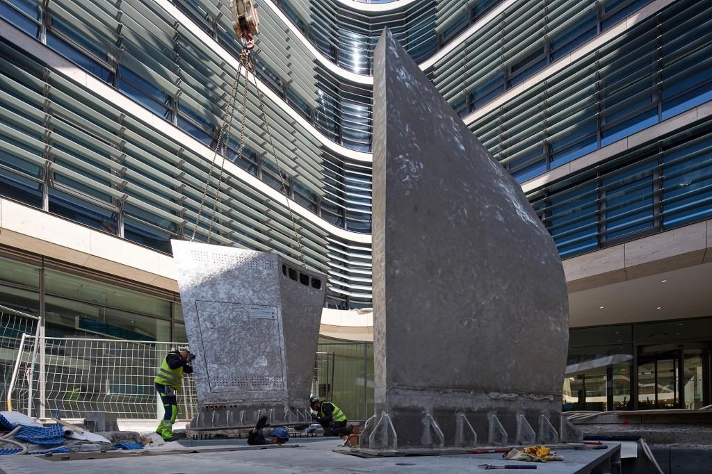 Libeskind-Skulptur vor neuer Siemens-Zentrale errichtet