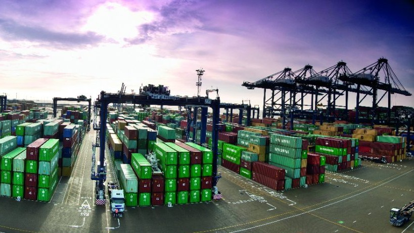 Industrial communication networks for port logistics