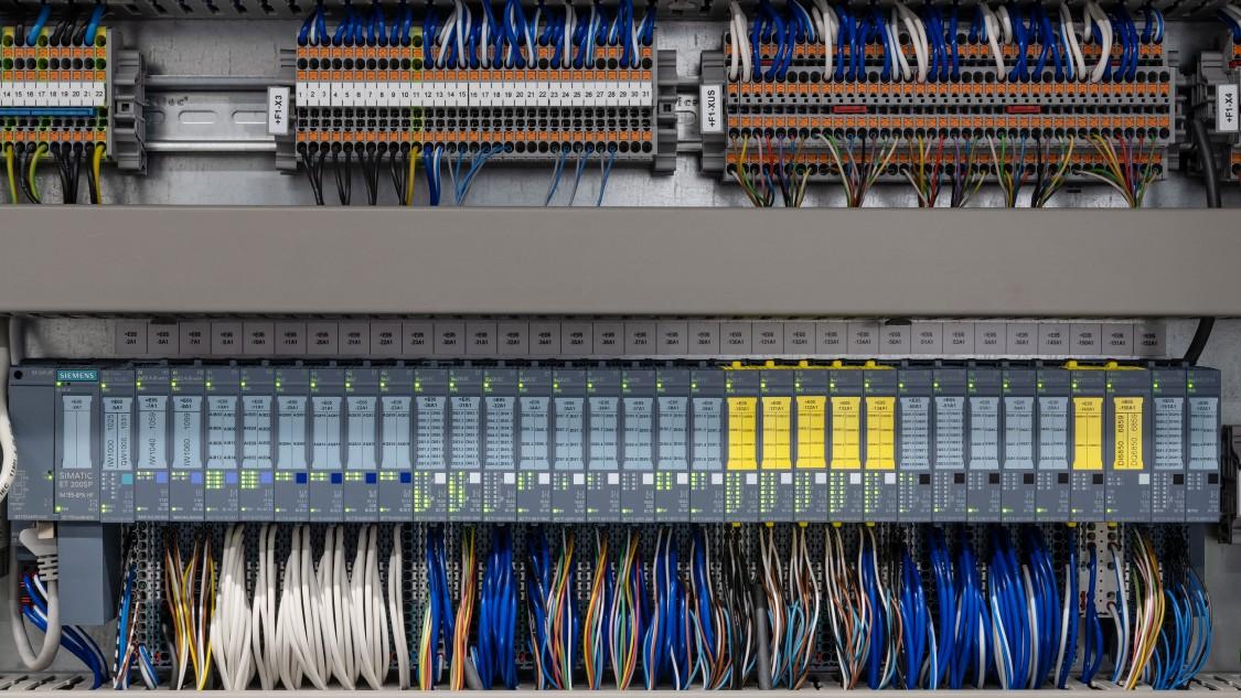 Automatisierungstechnik im kompaktem Schaltschrank