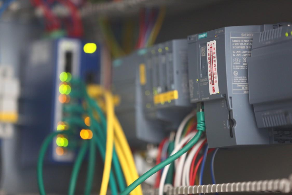 Leistungselektronik und Ladecontroller
