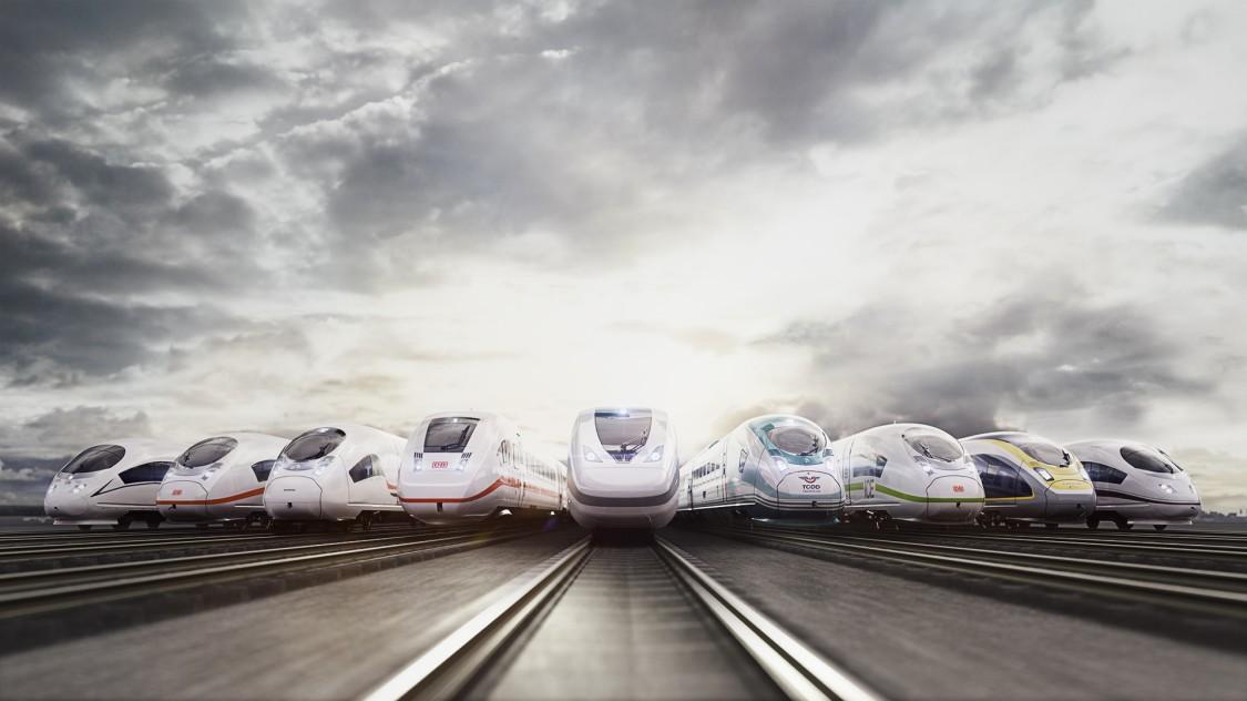 Bild aller Siemens Mobility Hochgeschwindigkeits in Frontalansicht, die nebeneinander auf Gleisen vor einem wolkigen Himmel stehen.