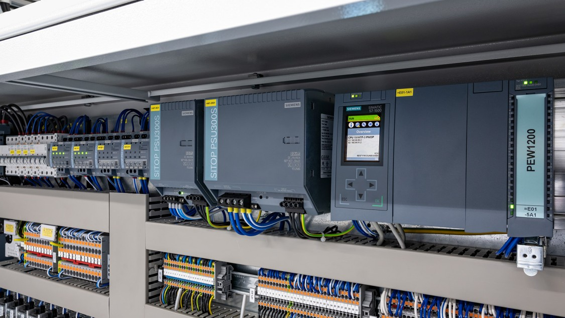 Automation equipment in a compact control cabinet