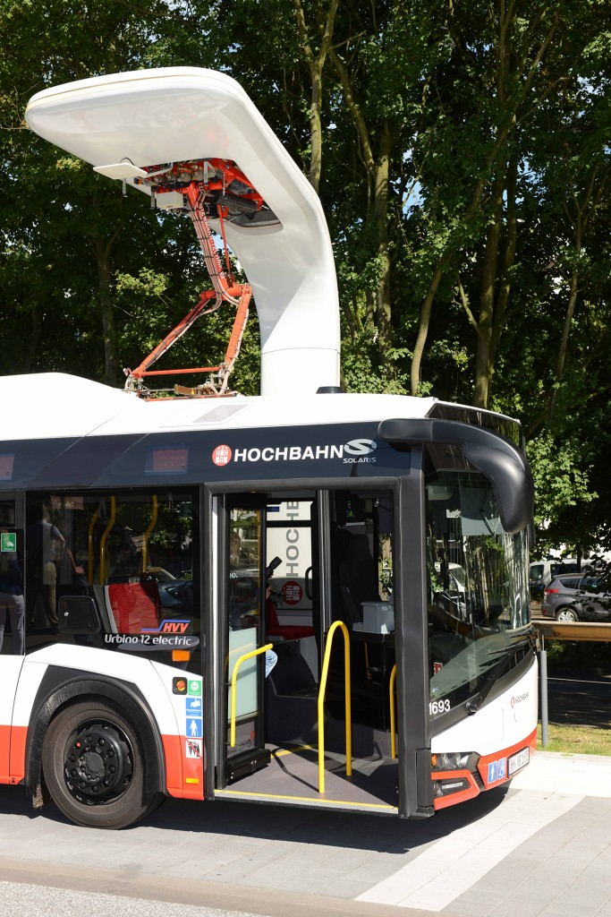World premiere in Hamburg: Charging system from Siemens charges electric buses from different manufacturers