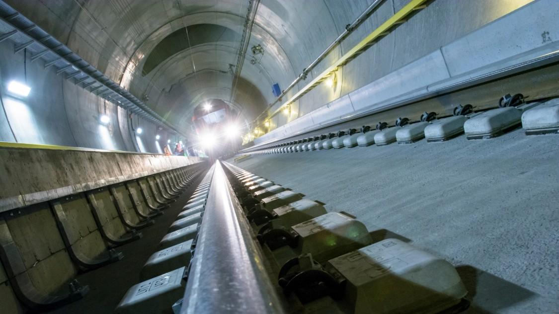 Zug im Gotthard-Basistunnel
