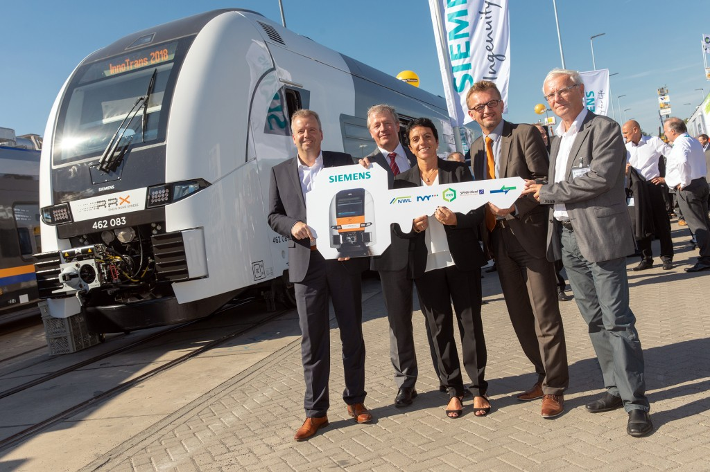 In the picture from left to right: Heiko Sedlaczek, CEO Verkehrsverband Rhein-Sieg/Nahverkehr Rheinland; Martin Husmann, CEO Verkehrsverbund Rhein-Ruhr (VRR); Sabrina Soussan, CEO of Siemens Mobility GmbH; Joachim Künzel CEO Regional Association of Westphalia-Lippe (NWL), and Dr. Thomas Geyer, Association Director Special Purpose Association for regional rail transportation Rhineland-Palatinate North (SPNV-Nord)