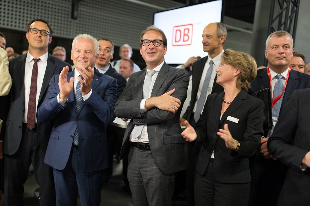 In the photo, from left: Dr. Rüdiger Grube, CEO of Deutsche Bahn (DB); Alexander Dobrindt, Federal Minister for Transportation and Digital Infrastructure; Dr. Roland Busch, Member of the Managing Board of Siemens AG; Birgit Bohle, CEO of DB Fernverkehr AG; and Jochen Eickholt, head of Siemens' rail business.