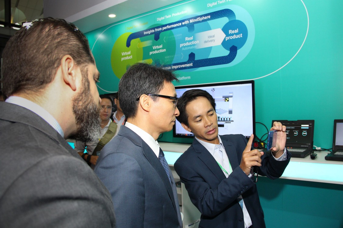 Deputy Prime Minister explored augumented reality