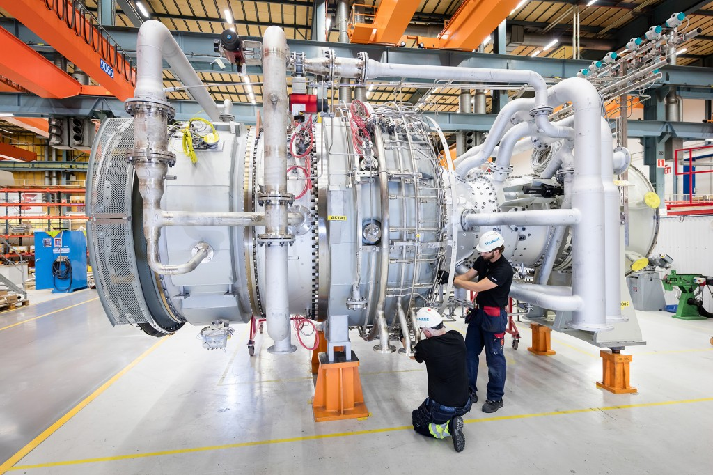 Siemens to supply compression and power generation equipment for Balikpapan Refinery in Indonesia (this photo: SGT 800 gas turbine in the factory in Finspång, Sweden)