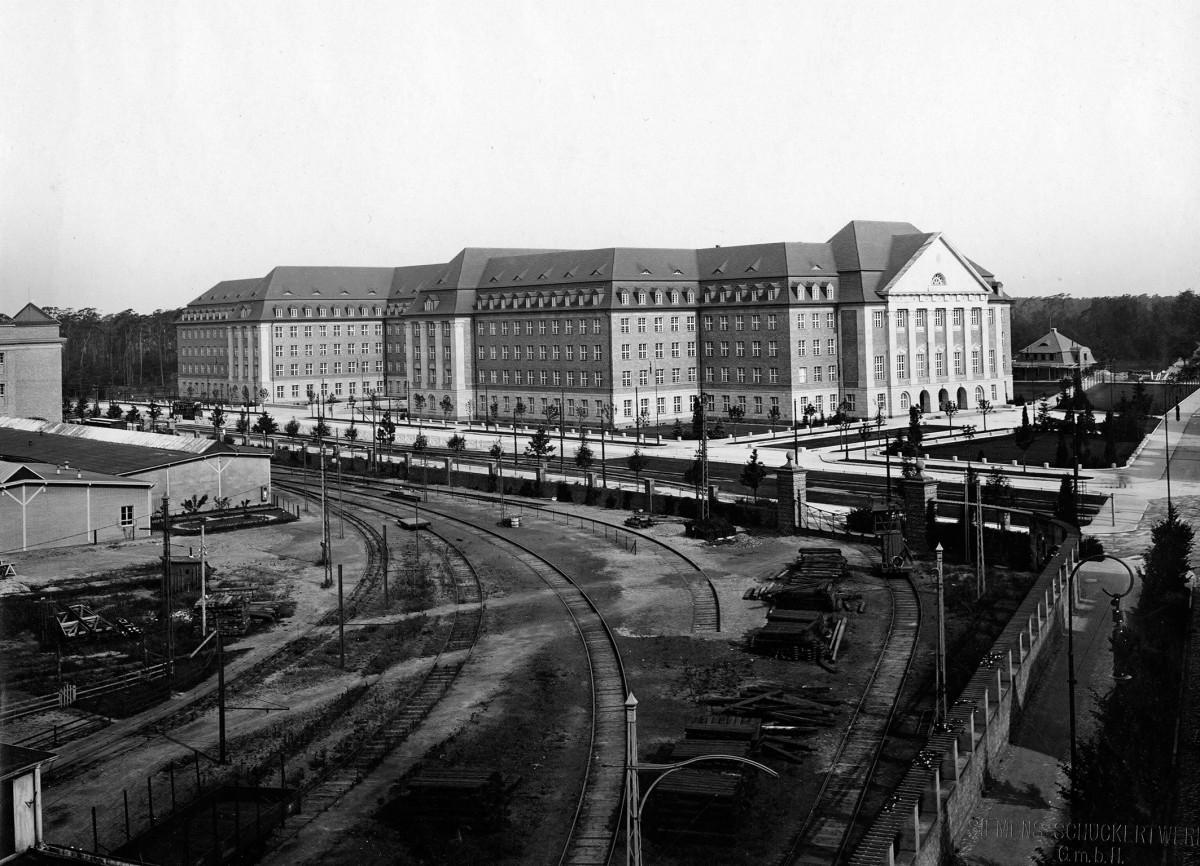 Siemens Hauptverwaltung an der Nonnendammallee in Berlin-Siemensstadt