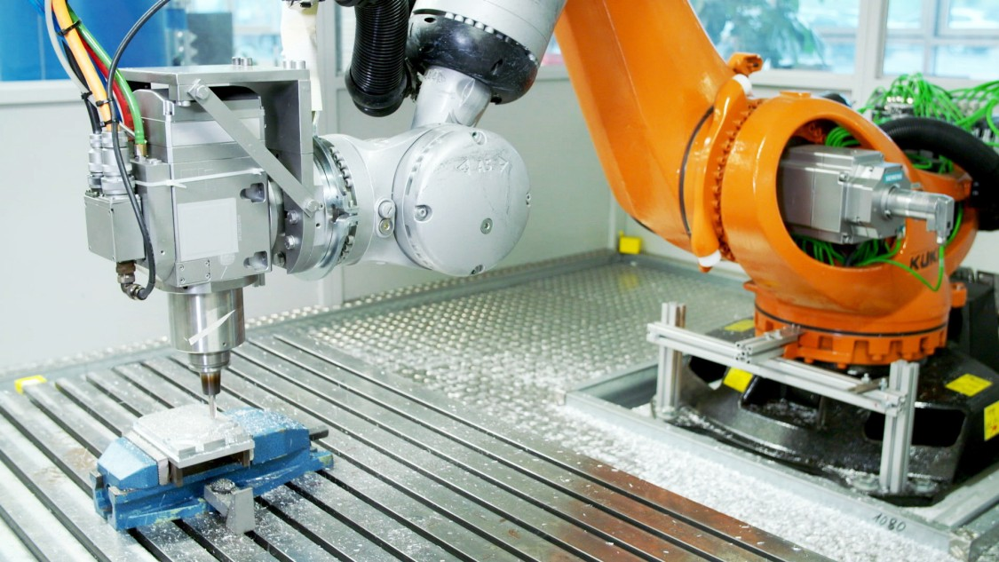 Each production step – like robot milling – changes the material properties. With a material-smart digital twin, the workpiece properties after milling could be defined more accurately.