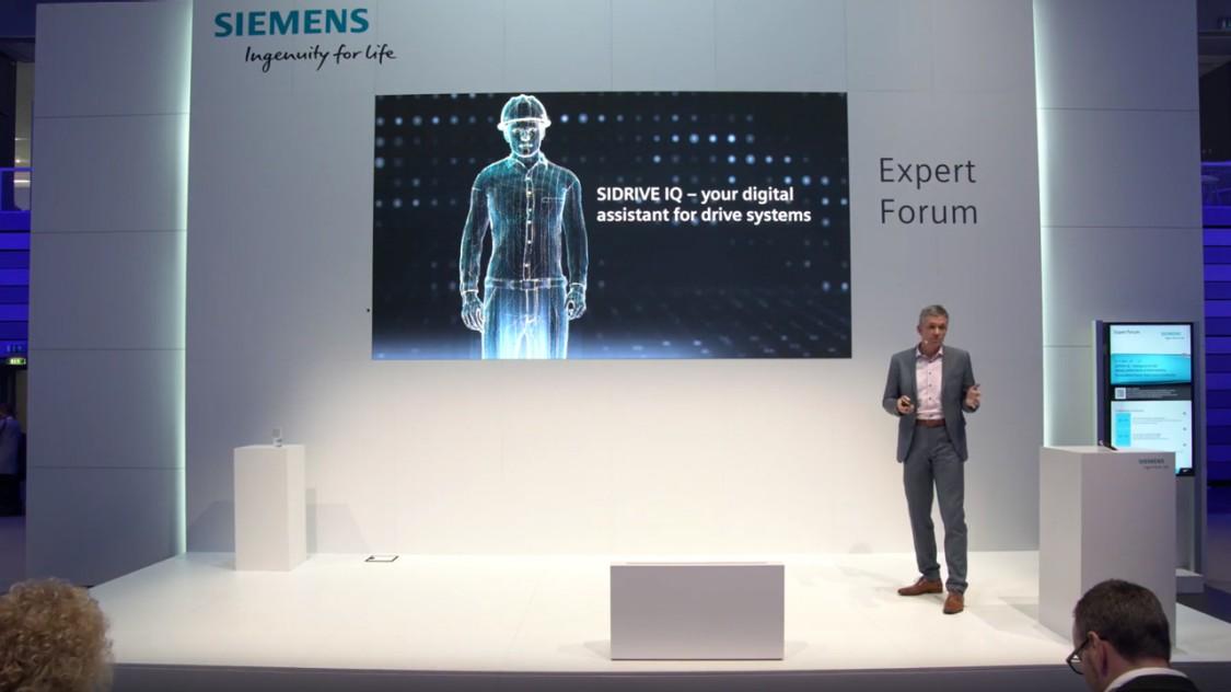 Bild aus der Bühnenpräsentation SIDRIVE IQ / SPS IPC drives 2018