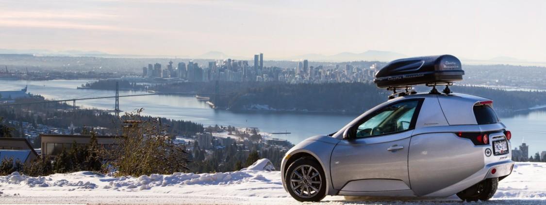 Der SOLO vor der Skyline von Vancouver