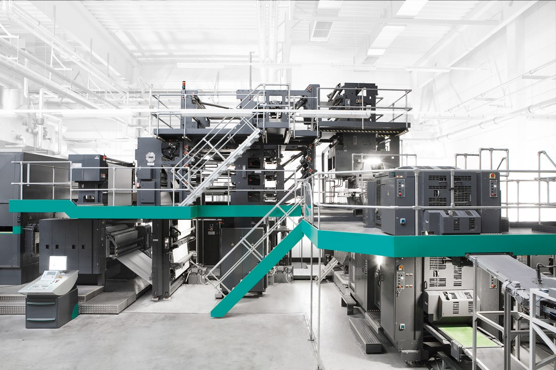 Folding unit for perforating and folding the products