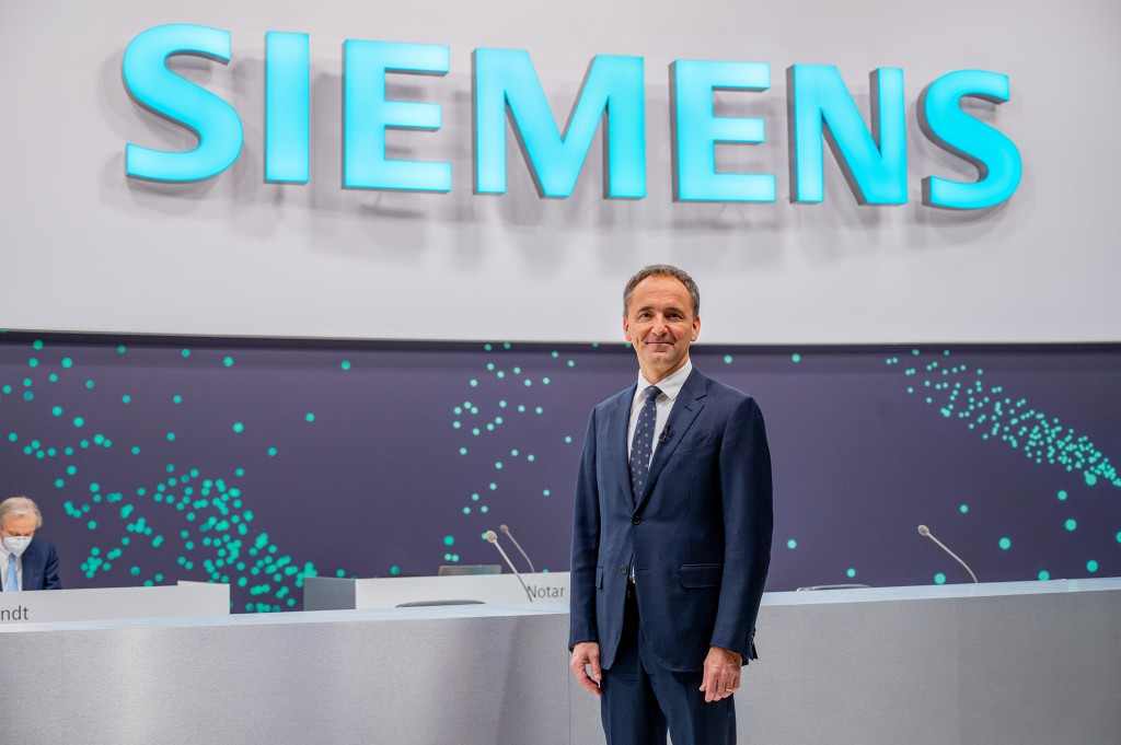 Jim Hagemann Snabe prior to the 55th Annual Shareholders' Meeting, which he is to lead in his capacity as Chairman of the Supervisory Board.