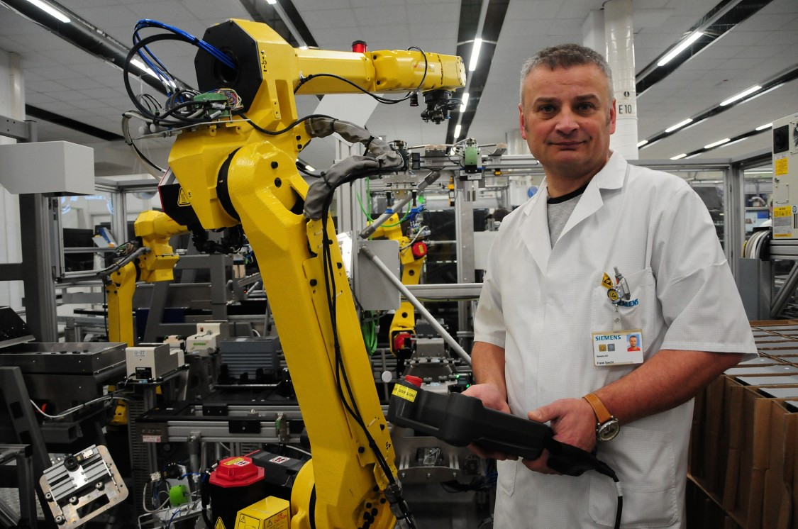 Robots take over purely manual, exhausting physical tasks, without rendering mechatronics engineer Frank Specht and his colleagues superfluos.