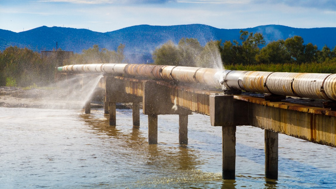 Leak detection in water transport pipelines