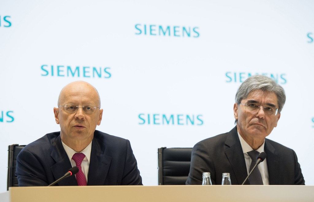 Joe Kaeser, President and Chief Executive Officer Siemens AG and Ralf P. Thomas, Member of the Managing Board and Chief Financial Officer Siemens AG, during the Annual Press Conference 2016 in Munich (from right to left).