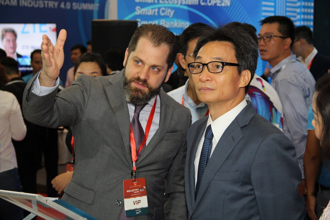 Deputy Prime Minister Vu Duc Dam at Siemens booth