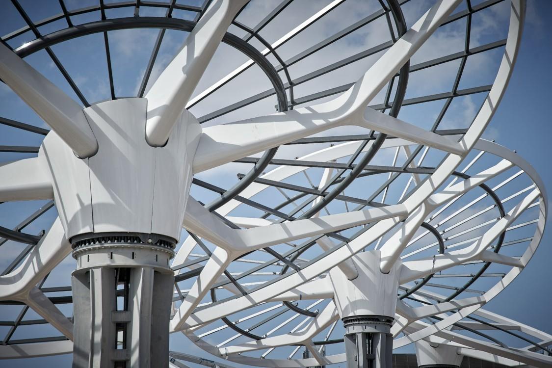 """Die """"Energiebäume"""" (Energy Trees) spenden Schatten und erzeugen Energie aus Sonnenkollektoren."""