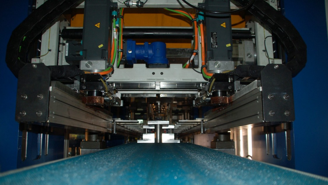 Press automation – fast, synchronized and safe