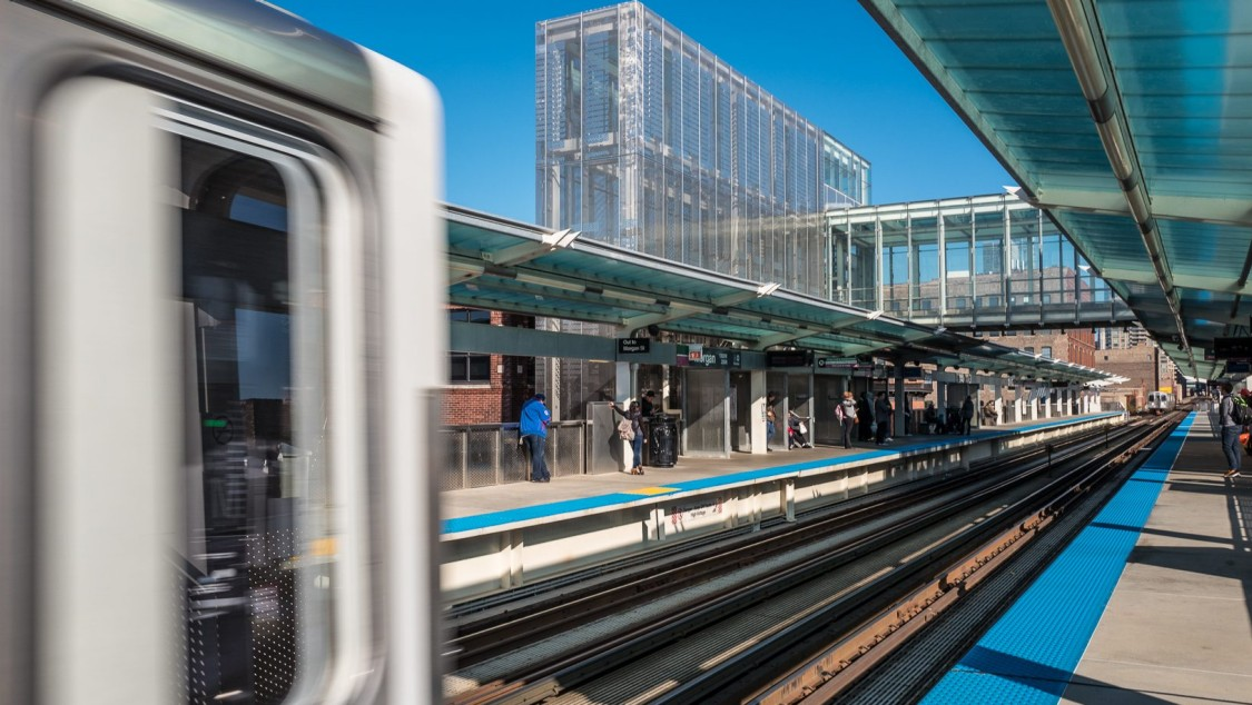 chicago transit train station platform