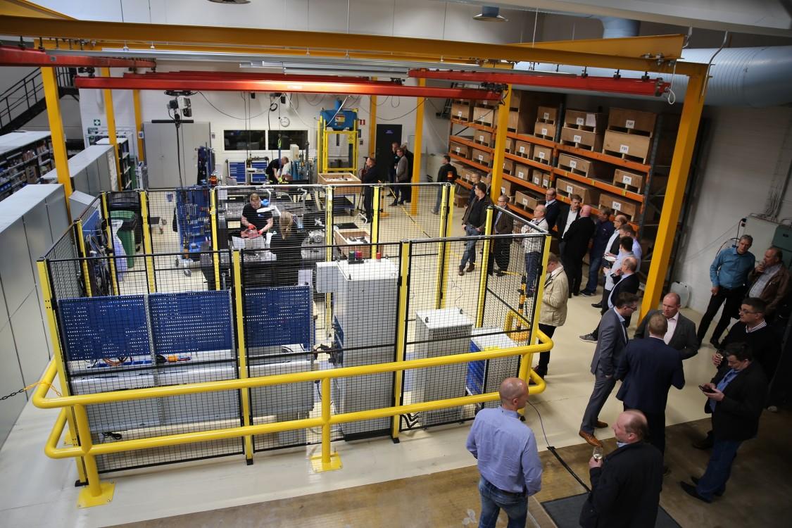 Vaihdemoottorien kokoonpanolinja koostuu neljästä osasta: kokoonpanosoluista, testialueesta, maalaamosta ja varastosta.