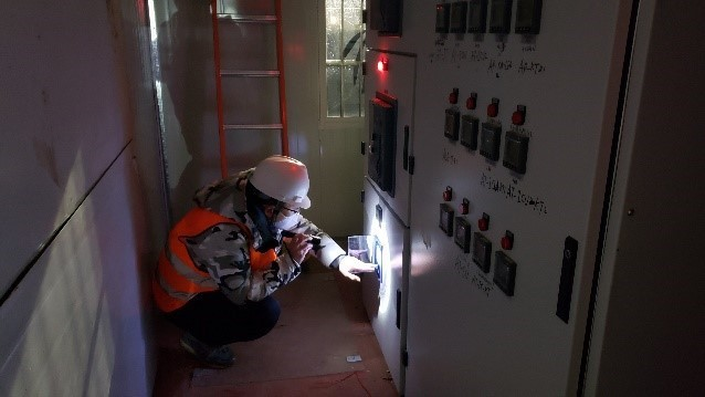 西门子售后服务经理在雷神山医院建设现场提供技术支持。
