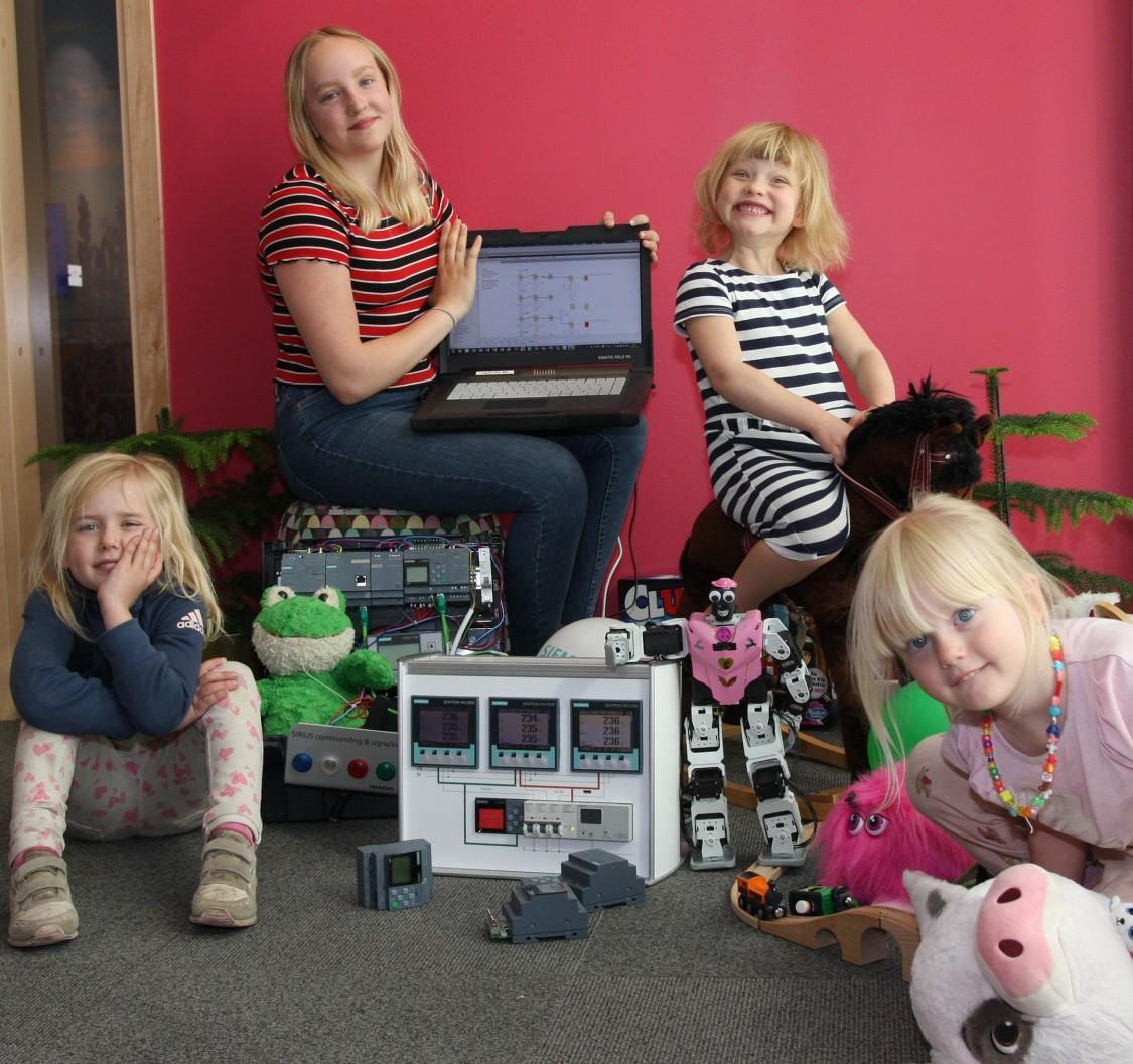 Framtidens programmerare: Inez Wirefors, Anna Jonsson, Polly Lindmark och Siri Wirefors.
