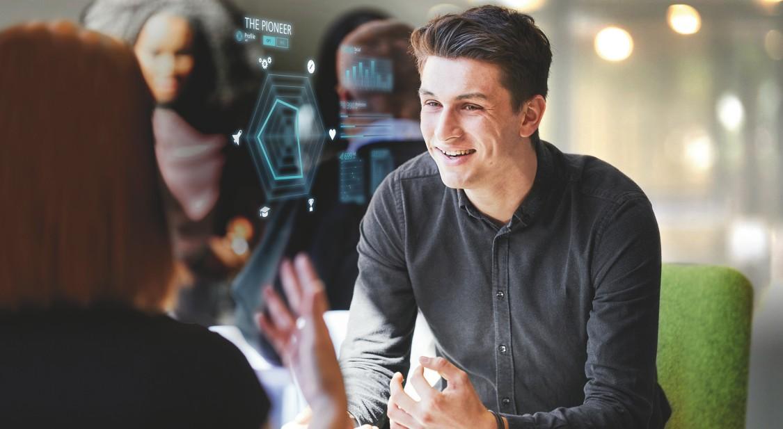 Student lächelt mit digital layout